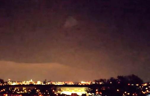 Enorme OVNI em forma de pirâmide é filmado sobre o pentágono por 3 diferentes testemunhas
