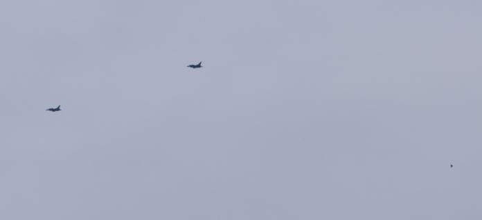 OVNIs escoltam caças sobre San Antonio, Texas - EUA (foo fighters?)