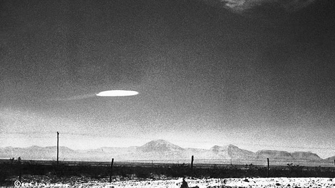 fotos de OVNIs tiradas antes da existência de computação gráfica e drones
