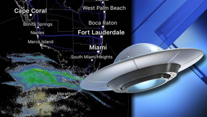 """Misteriosos """"sinais"""" vistos recentemente sobre o sul da Flórida"""