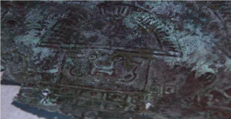 Máscara antiga feita de 'metal extraterrestre raro' é encontrada na Flórida