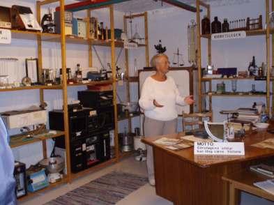 Besøk på på sykehusmuseet. Reidun Braathen ønsker velkommen og forteller hvordan hun har samlet gjennom mange år.
