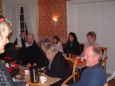 Foran: Torleiv Bjerland, Berit Robstad (delvis skjult), Gunvor Aarvoll, Torgeir Ilebekk. Bak: Torhild Holtan m. datter, og Marit Rokoengen.