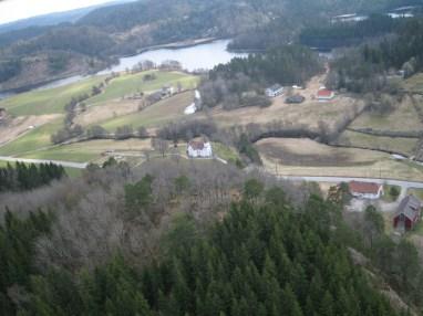Enda et bilde som viser området der bygdeborga ligger sett fra lufta.