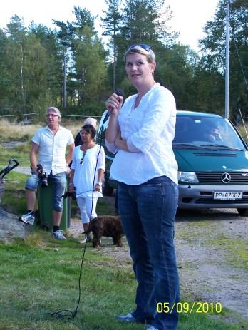 Eva Rølland forteller om arbeidet med å restaurere huset på gården