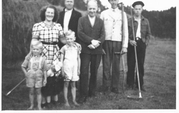 Hagelandfamilien: Gunvor og Thomas (foreldre til Helge), N.D.H, Karl Tommy, Oskar.