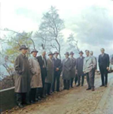 Bildet viser fylkesskolestyret. Anders Føreland helt til venstre