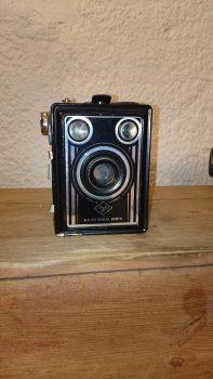 Fotoapparat av type Agfa. Kom fra Nils ALmen som bodde i Lille Almen. Gave fra Kåre Mushom.