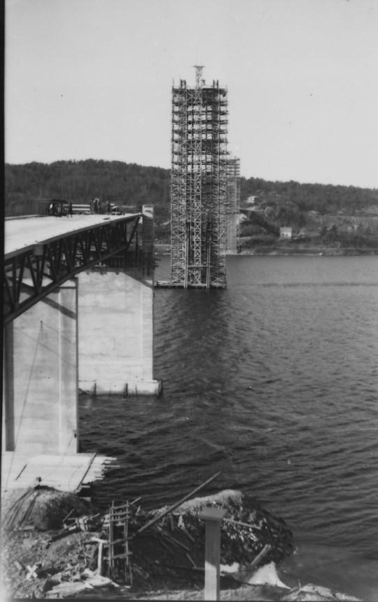 Ny Varoddbru er påbegynt - trolig fra 1954-55.