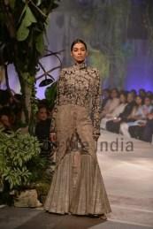 Anamika-Khanna-at-PCJ-Delhi-Couture-Week-2013-11