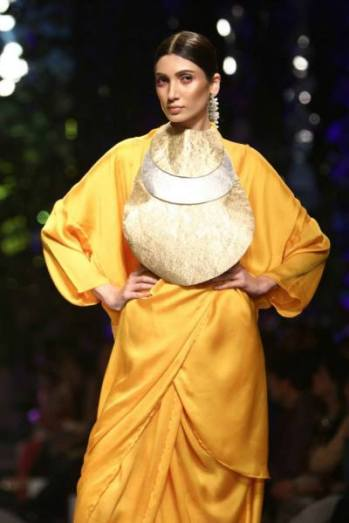 Images-Day-3-–-Wills-Lifestyle-India-Fashion-Week-Spring-Summer-2015-Pics-October-11-2014-img-19-400x600