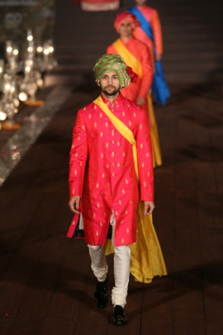 WIFWSS'15D5S5RohitBalRunway176