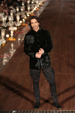 WIFWSS'15D5S5RohitBalRunway325 (1)