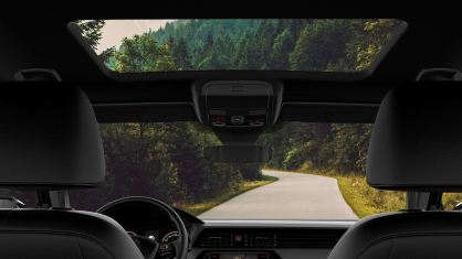 features-passat-sunroof-and-navigation