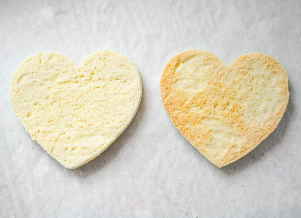 Know when to take gluten-free sugar cookies out of the oven.