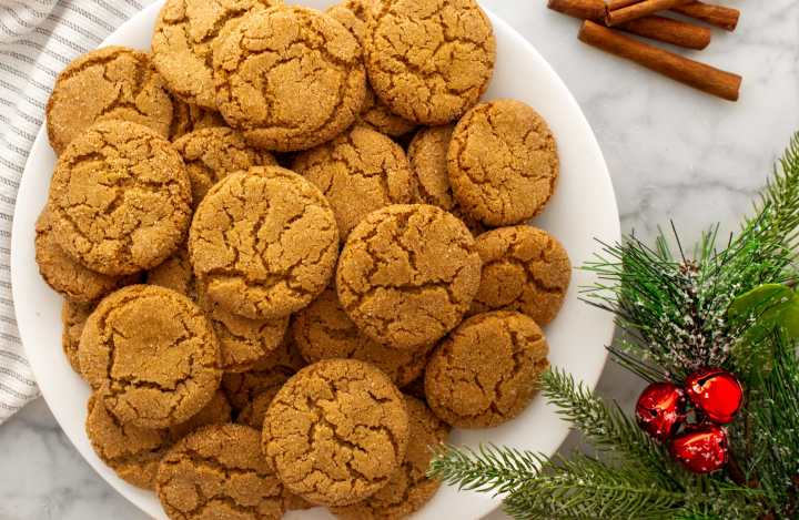 Maple Ginger Snap Cookies_plate of cookies holiday