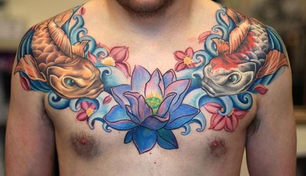 Hình xăm kín ngực hoa sen và cá chép