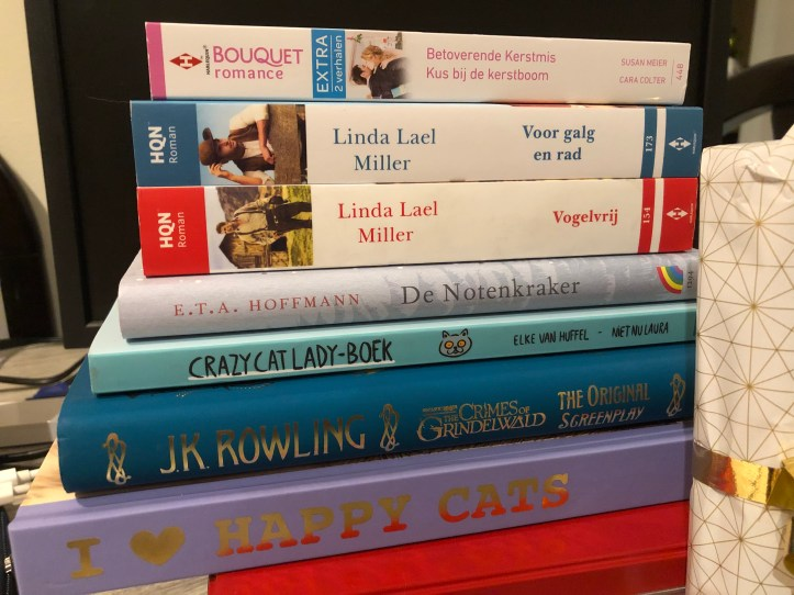 Blogmas 12: books make the best gifts 2