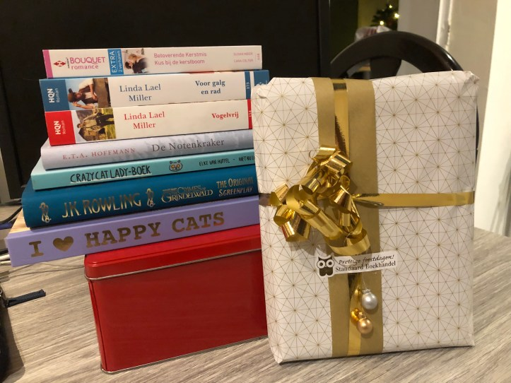 Blogmas 12: books make the best gifts 1