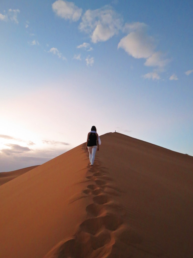 sahara desert dunes hiking