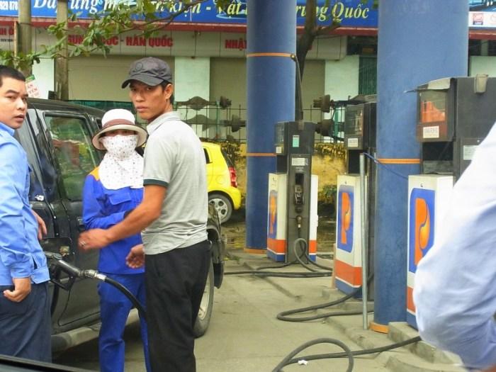 ベトナム:ガソリンスタンド
