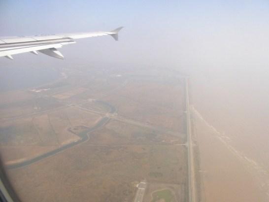 飛行機から見た中国。光化学スモッグ