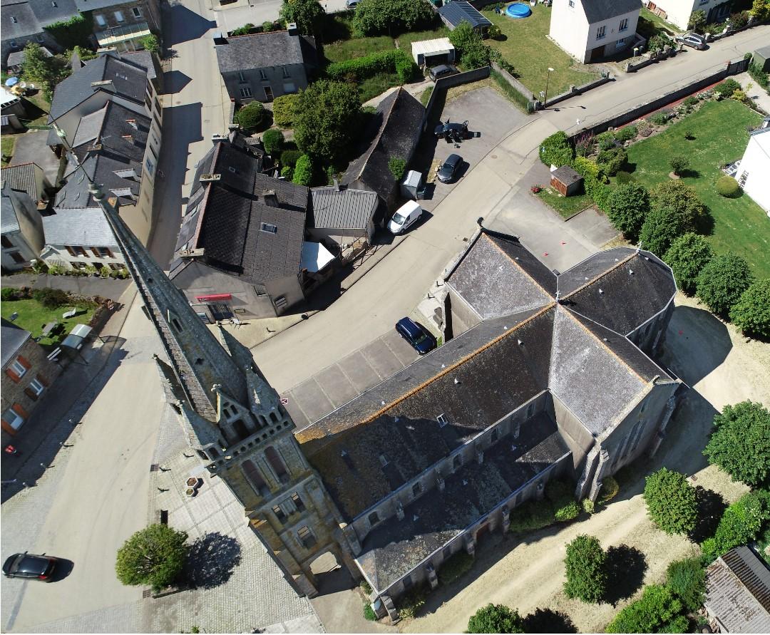 Appréciez vous-même les détails de cette toiture d'église …