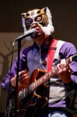 "JAKARTA, 14/4 - KONSER ZEKE KHASELI. Musisi Zeke Khaseli tampil dalam konsernya di Goethe Haus, Jakarta, Jumat (13/4). Konser tersebut digelar dalam rangka peluncuran album keduanya yang berjudul ""Fell In Love With The Wrong Planet"". FOTO ANTARA/Oxalis Atindriyaratri/ed/nz/12.link"