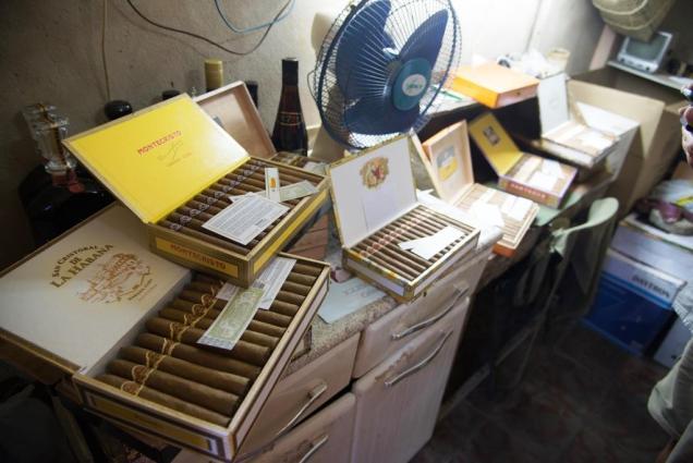 13-etalage-officieux-de-cigares-a-santiago-de-cuba