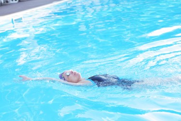 背泳ぎを泳ぐコツとは?子供に背泳ぎを好きになってもらいたい!