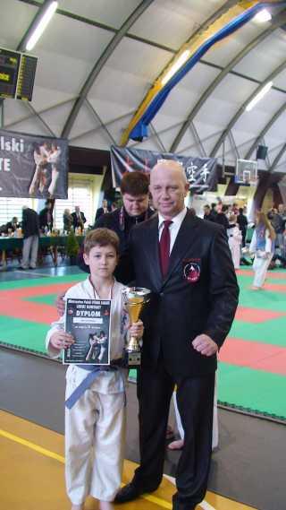 Debiut Macieja Kotuli na Mistrzostwach Polski Oyama Karate ,który w konkurencji lekki kontakt do lat 12 wywalczył tytuł wicemistrza /srebrny medal/ - trener Krzysztof Brachacz 1 DAN .