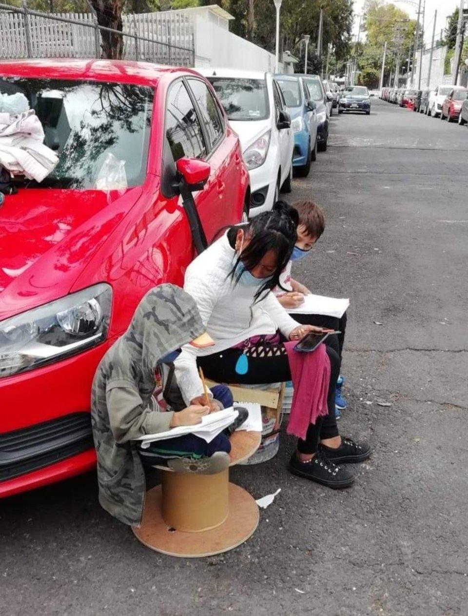Sniff: Mamá franelera ayuda a hijos a estudiar con internet gratuito de la CDMX