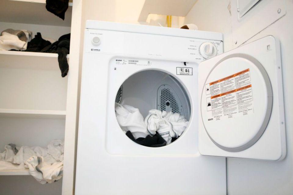 No es broma: Piden a usuarios de TikTok no realizar reto de meterse a secadora de ropa