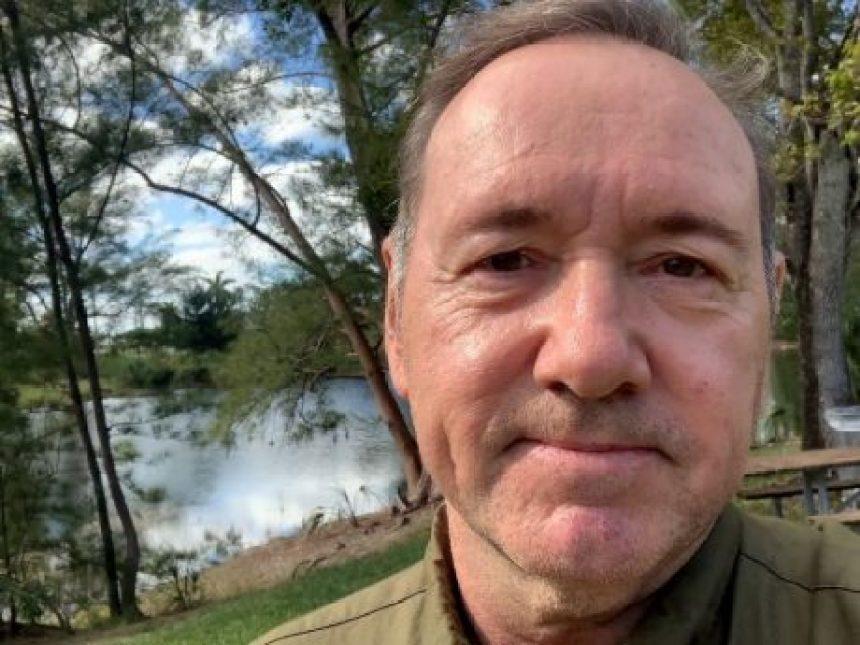 Kevin Spacey reaparece con un importante mensaje sobre la prevención del suicidio