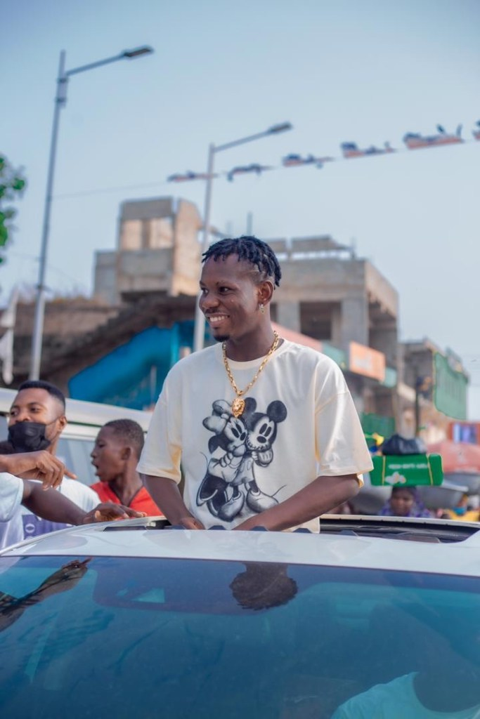 Classic rock entertainment signee Elkiddo @elkioddoofficial shares with his fans inside Nima and mamobi his gratitude and to watch out on his new