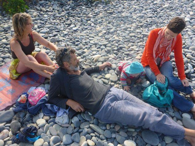 Sur la plage avec les Pinuches   On the beach with Pinuche family