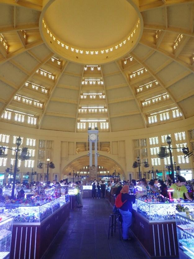 Phnom-Penh : Marché central en style art-déco | central market in art-deco style