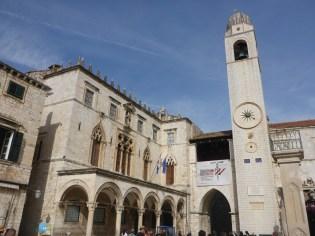 Place principale   Main square