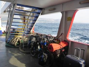 Vélos sur le ferry | Bikes on ferry