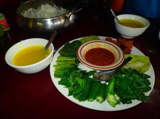 Légumes verts inconnus et sauce de poisson | Unknown green vegetables and fish sauce