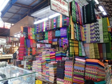 Rangoon : Magasin de tissu du marché | Fabric shop in the market