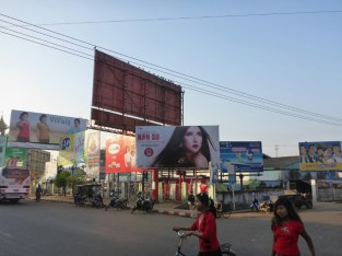 Thaton : Le pays est envahi de panneaux publicitaires | The country is invaded of signboards