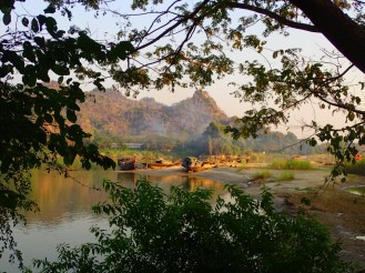 Hpa-an : Vue sur le fleuve | View on the river