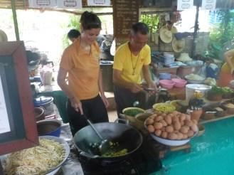 Fanchon peut maintenant cuisiner son Pad Thai elle-même | Now Fanchon is able to cook Pad Thai herself