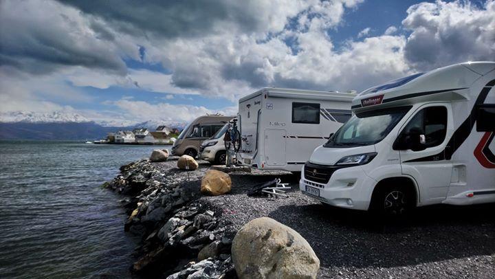 Bra med besøk på den nye bubil campen til båtlaget.