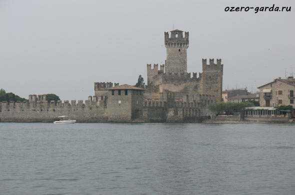 Замок Сирмионе фото