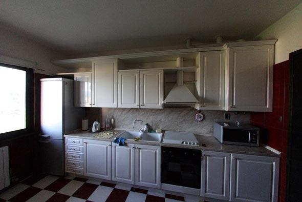 На продажу апартаменты озеро Гарда кухня фото