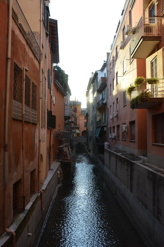 Ventana al canal, Bologna Italy