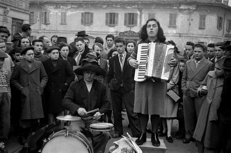 1950, Milano, Italy, street music Frank Horvat