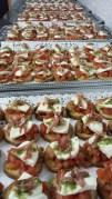 bruscettas tomate, mozzarelle, jambion cru et basilic